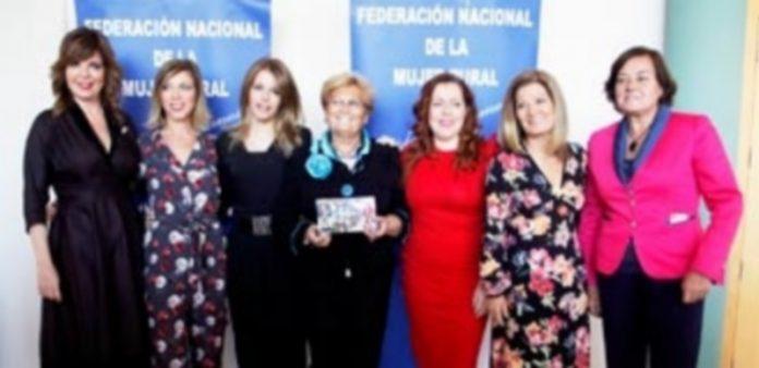 Las directivas de Femur y las premiadas 'Mujer 2017'/ NEREA LLORENTE