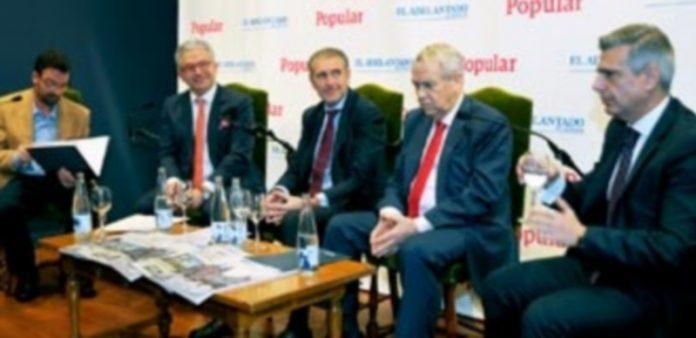 Un momento del panel de expertos ayer celebrado./ Kamarero