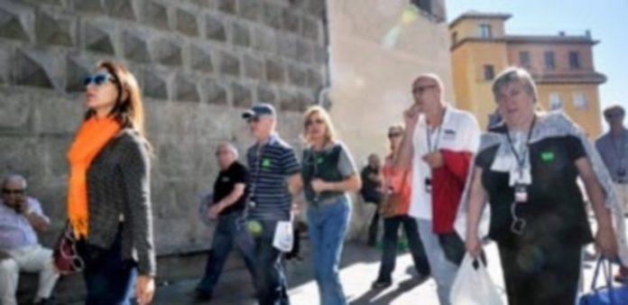 Un grupo de visitantes extranjeros