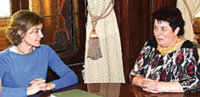 La ministra Isabel García Tejerina recibió a la alcaldesa en la sede del Ministerio de Agricultura. / EL ADELANTADO