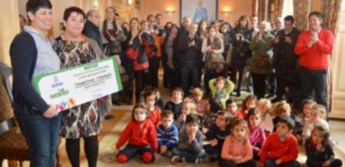 Los alumnos recibieron el premio en el antiguo salón del plenos municipal. / TAMARA DE SANTOS