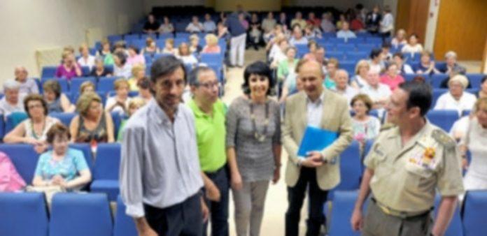 Representantes de la Junta y la Universidad de Valladolid presidieron la graduación de los alumnos de la Universidad de la Experiencia. / El Adelantado