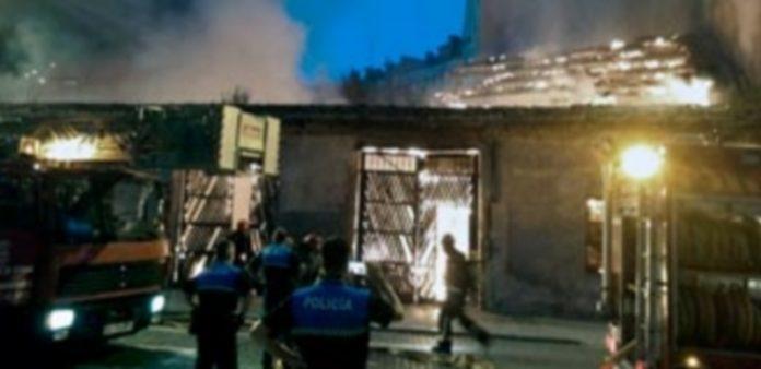 El fuego comenzó en la cubierta y se extendió por el resto del inmueble