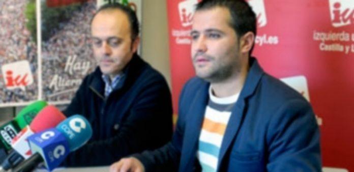 José Angel Frías y Jorge Barragán presentaron las primarias de IU en Segovia. / Kamarero