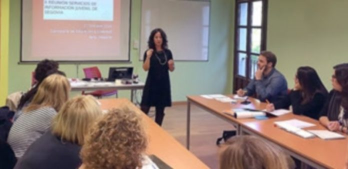 Encuentro celebrado el pasado mes de octubre en la Casa Joven entre servicios de información juvenil. / E. A.