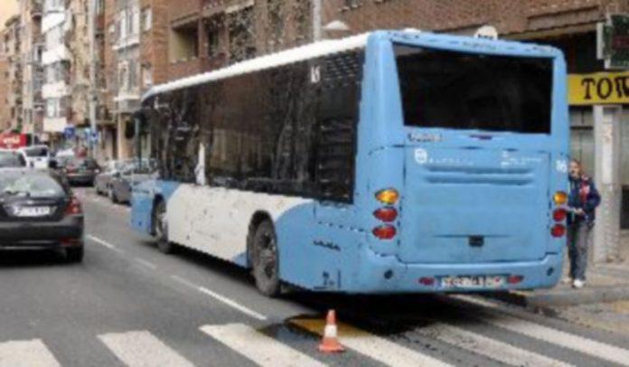Uno de los autobuses averiados el pasado martes. / Alberto Benavente