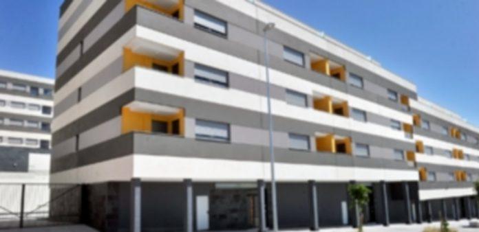 Imagen de varios bloques residenciales en la ciudad de Segovia dentro de una promoción de vivienda protegida. / Kamarero