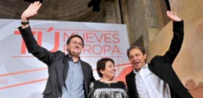 Los tres responsables socialistas concluyeron la campaña electoral en la iglesia de San Nicolás. / Kamarero