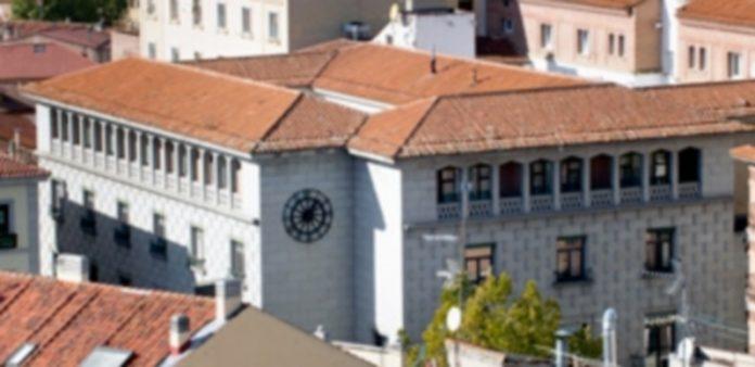 Los directivos de Caja Segovia recibieron prejubilaciones millonarias. / Kamarero