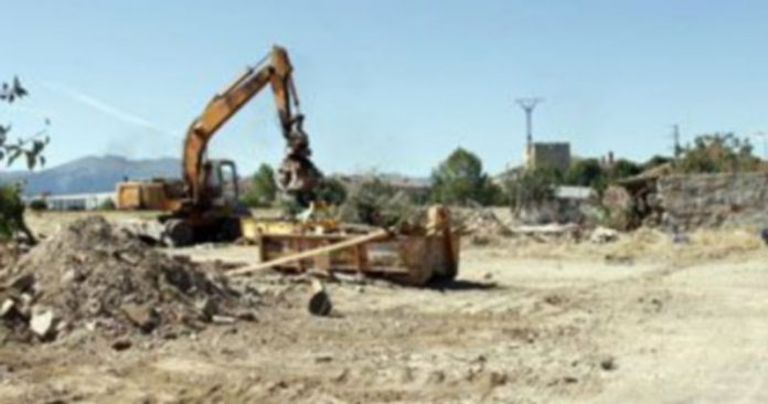 Los trabajos de derribo están próximos ya a concluir en la zona en la que se ubicaban las viviendas. / Diego de Miguel