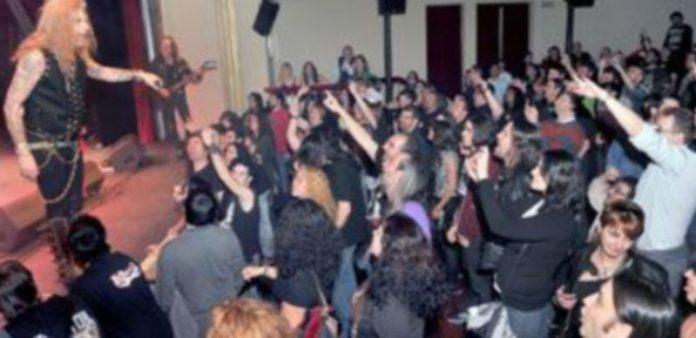 El público respondió a la presentación del nuevo disco de Lujuria. / Kamarero