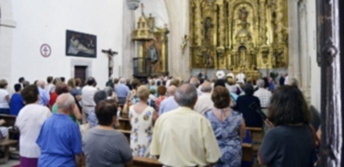 Misa celebrada en el barrio de El Salvador. / Cris Yusta