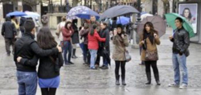 Imagen de archivo de turistas que visitaron la provincia durante el pasado mes de marzo. / Juan Martín