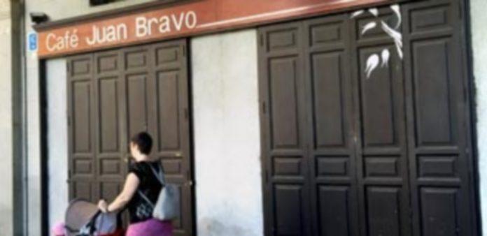 El Café Juan Bravo está situado en la Plaza Mayor de Segovia. / el adelantado