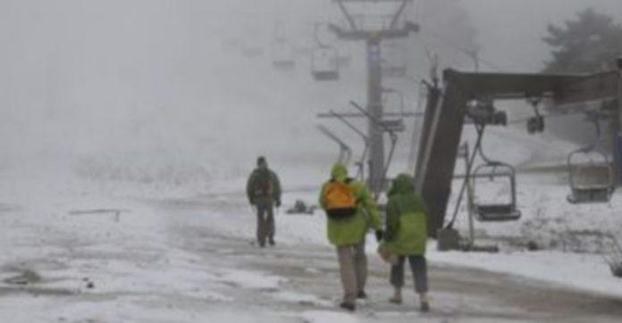 Las pistas de la estación de esquí recibieron la primera nieve de la temporada preinvernal./ Juan Martín