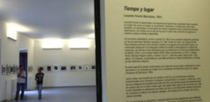 La muestra de Leopoldo Pomés ocupa una de las salas de exposiciones del centro. / Diego de Miguel.