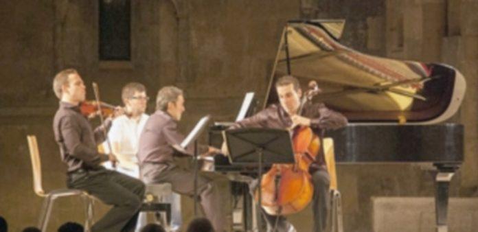 El Trío Arriaga en el concierto de ayer en la iglesia de San Juan de los Caballeros. / histéricas grabaciones
