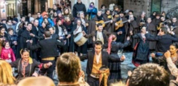 La Ronda Segoviana y La Esteva durante la celebración de Las Marzas
