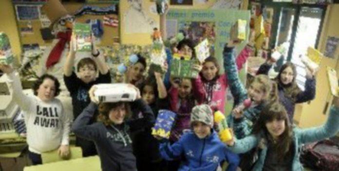 El grupo de alumnos ganador ha regresado al colegio Fray Juan de la Cruz para recibir el premio Alpino-Klimt. / Juan Martin