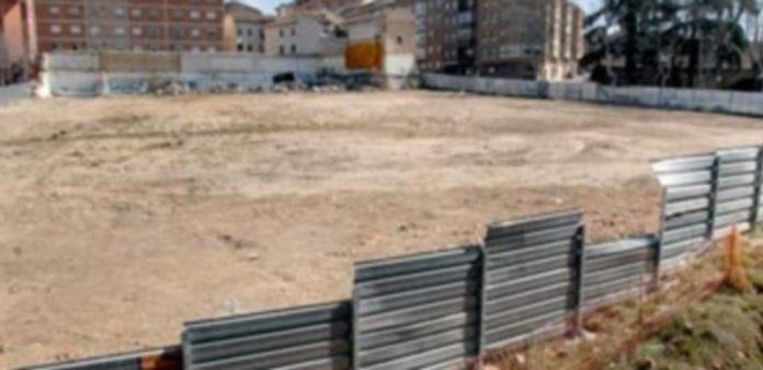 Solar donde este verano empezarán las obras de la segunda fase de construcción del campus María Zambrano./ juan martin