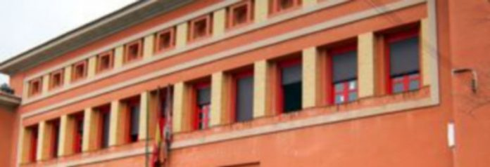 Fachada del colegio El Peñascal situado entre El Carmen y La Albuera./Kamarero