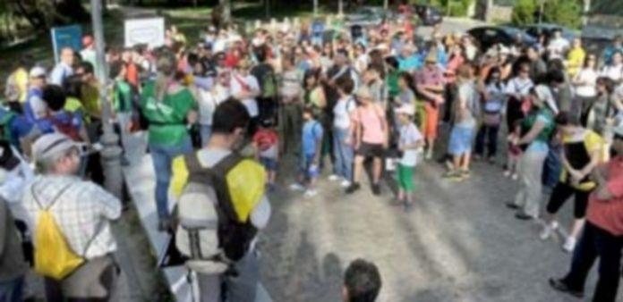 Un total de 242 personas completó el recorrido de tres horas por la Senda de los Molinos en el Geolodía 2014. / Kamarero