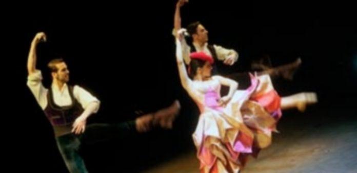 Una de las escenas interpretadas por los bailarines de la Compañía de Aída Gómez el sábado a las 19 horas. / Kamarero