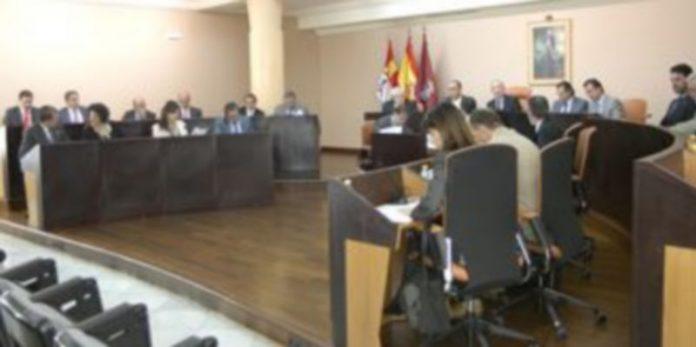 Imagen de la corporación provincial durante la sesión de pleno celebrada ayer./Leandro Valdez