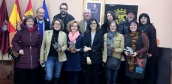 Los responsables de los grupos se reunieron con la diputada delegada de Cultura Sara Dueñas para hacer balance de la muestra provincial. / el adelantado