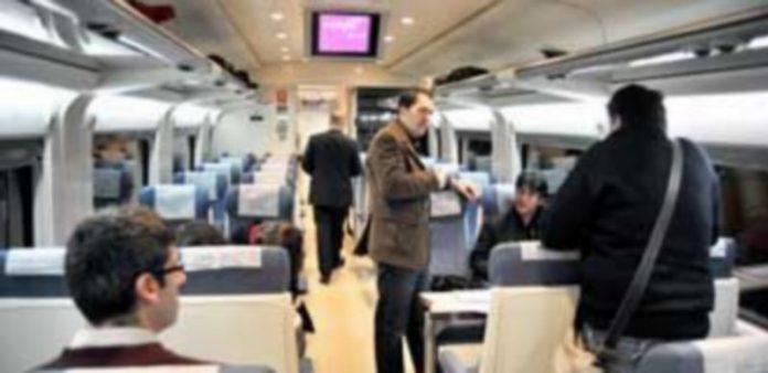 Interior de uno de los trenes Avant que se utilizan en Segovia. / Kamarero