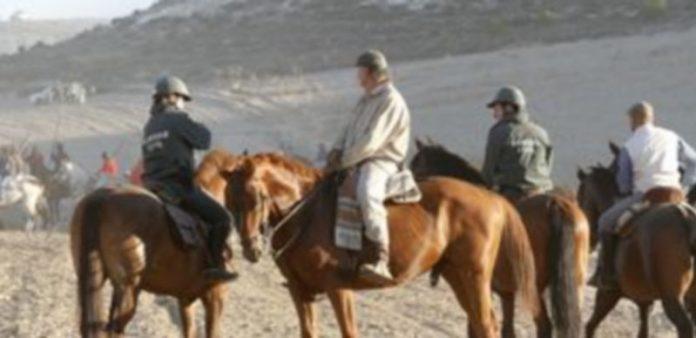 La Guardia Civil controlará que los caballistas participantes porten el distintivo./ Gabriel Gómez