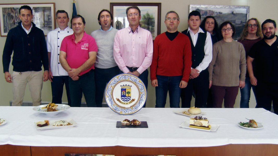 Los representantes de los establecimientos, en la presentación de las tapas