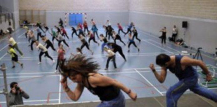 Las coreografías y su ritmo vertiginoso hicieron bailar y disfrutar a los participantes./ Juan Martín