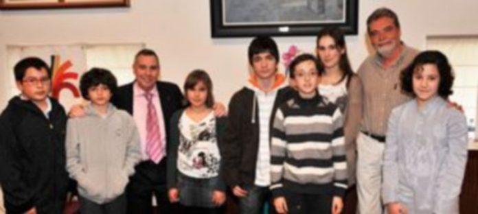 Los ganadores del octavo concurso de poesía que convoca la asociación de vecinos de San Lorenzo. / KAMARERO