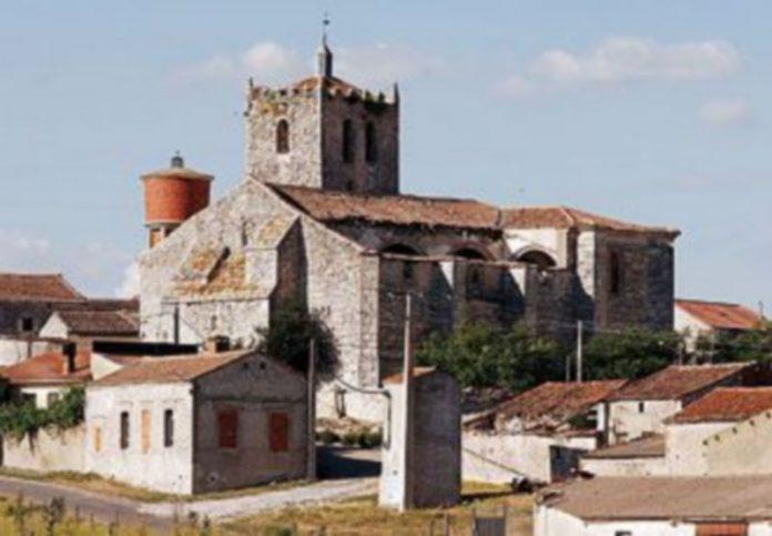 Estado actual de la Iglesia de Las Fuentes tras la retirada de parte de la cubierta./GABRIEL GÓMEZ