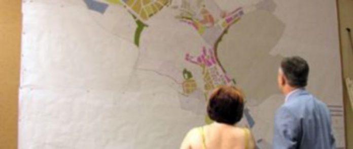 El salón de plenos acogió en 2008 la exposición de las normas urbanísticas de la villa./Gabriel Gómez