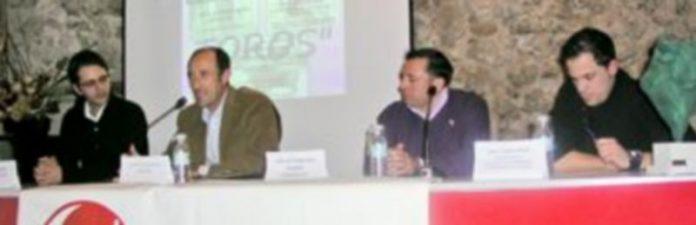 El presidente del colectivo (derecha)