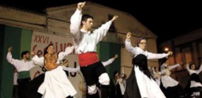 Un momento de las actuaciones que se celebraron en la Plaza del Barruelo de Vallelado
