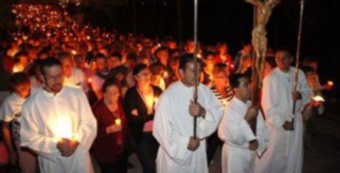 El Rosario de Antorchas centrará esta noche los actos previos a la Romería popular./ Gabriel Gómez