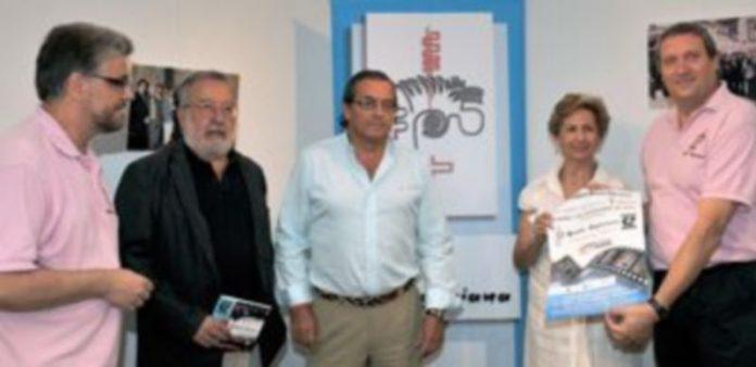 Un instante antes de la rueda de prensa celebrada ayer en la sala de exposiciones del Teatro Juan Bravo. / Kamarero.