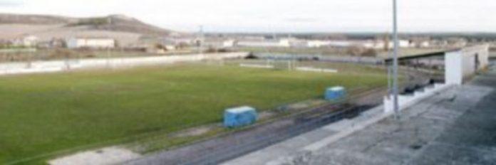 El campo de fútbol de la villa es utilizado por tres equipos federados para entrenar y disputar sus partidos./ Gabriel Gómez
