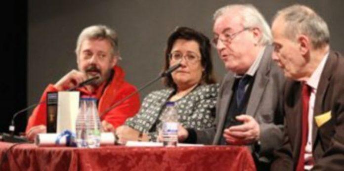 Coronado (segundo por la derecha) durante su intervención en la presentación de su cuarta novela. /Gabriel Gómez
