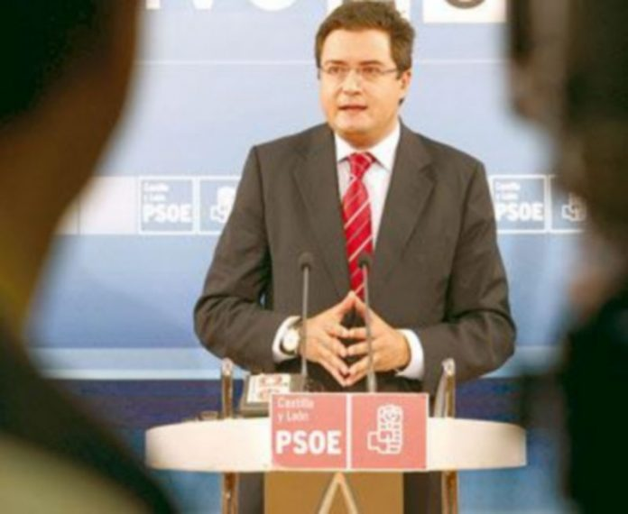Óscar López informa sobre la reunión de la Comisión Ejecutiva del PSCyL. / ICAL