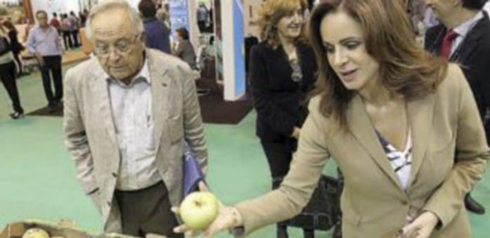 Silvia Clemente durante su visita a la feria Fruit Attraction. / Ical