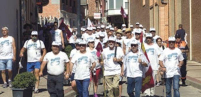 Los participantes en la Marcha Blanca llegan a Valladolid en una nueva etapa de su camino a Madrid. / R. García/EFE