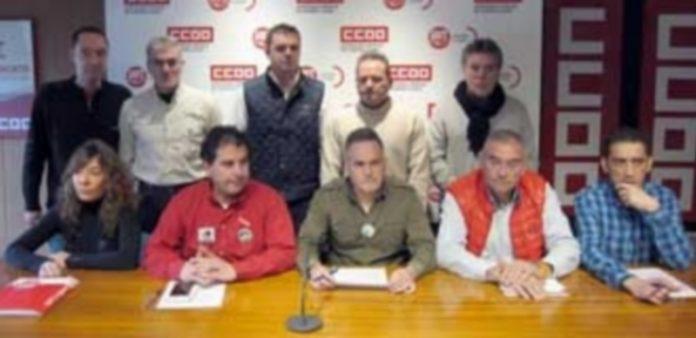 Los principales representantes sindicales de Lauki durante la rueda de prensa que ofrecieron ayer. / Europa Press