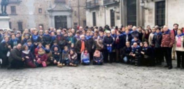 Foto del grupo de 103 personas que viajó a Madrid con la Asociación Cultural de Belenistas de Cuéllar. / El Adelantado