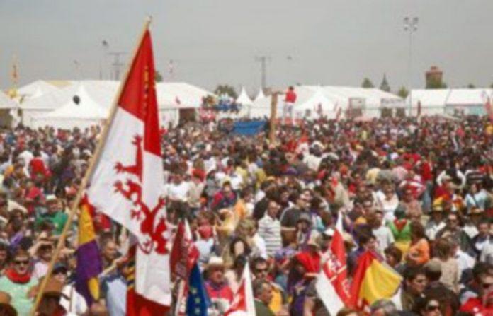 Miles de personas acudieron durante toda la jornada a la campa de Villalar./ ICAL