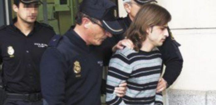 MIguel Carcaño estuvo fuertemente escoltado durante su traslado a los juzgados. / Efe