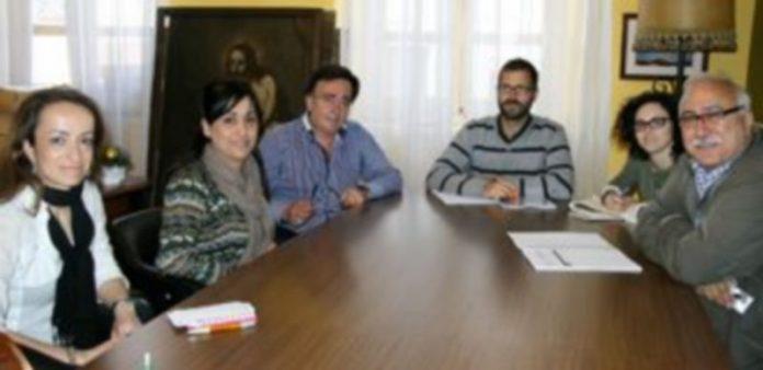 Técnicos de la Universidad de Córdoba (derecha) junto a la gerente de Honorse